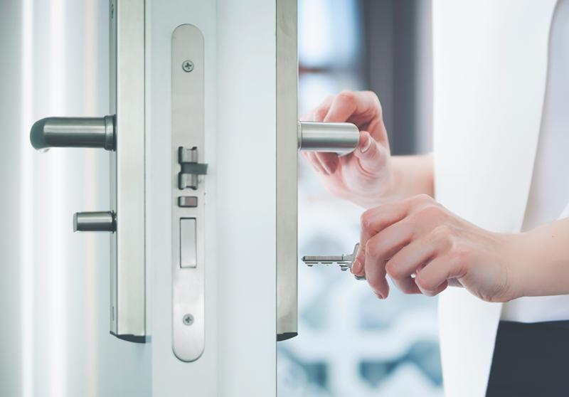 ドアと鍵のイメージ