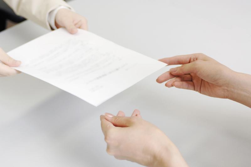 契約書の受け渡しのイメージ